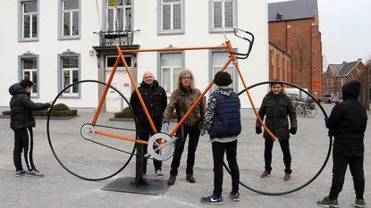 Metershoge kopie van mythische Bristol-fiets