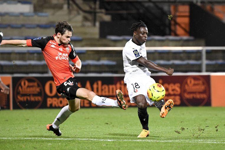 De achttienjarige Jérémy Doku (r.) speelt voor Rennes. Beeld Photo News
