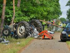 Auto en tractor slaan over de kop, ravage bij Epe