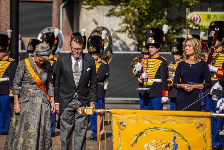 Prins Constantijn en prinses Laurentien bij de Grote Kerk. Beeld ANP
