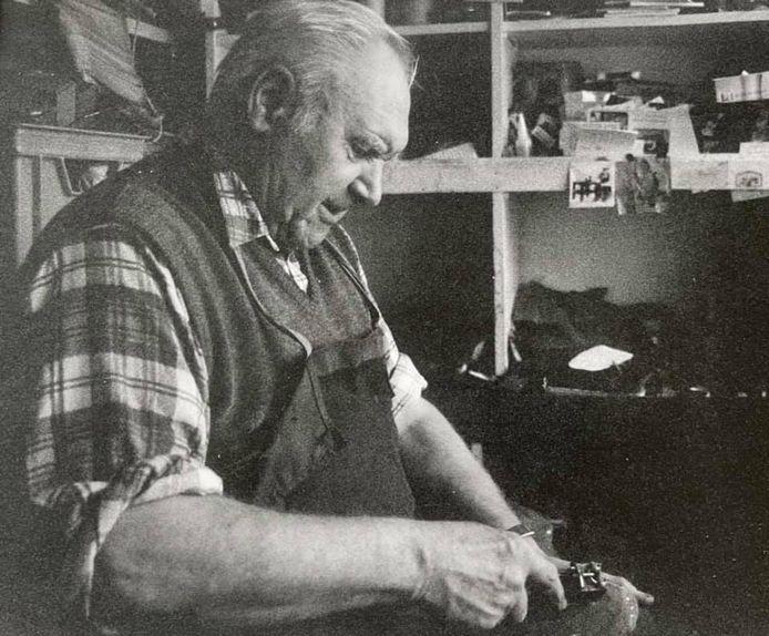 Vic Van Alphen, de oudste en langstwerkende schoenmaker uit Kalmthout, is overleden.