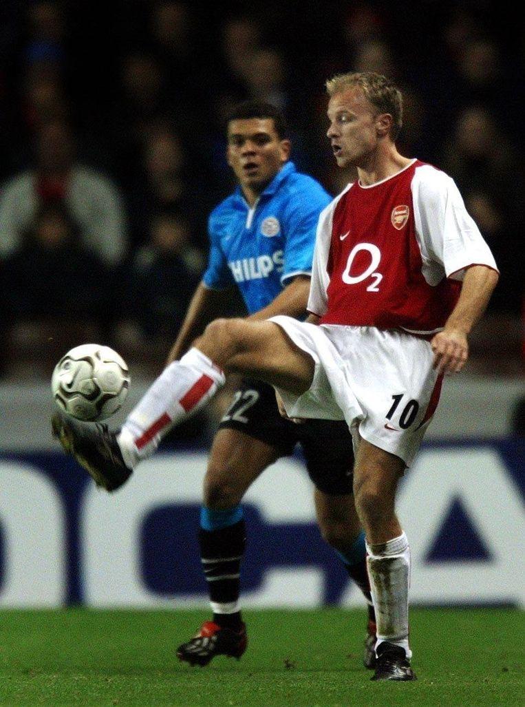 Bergkamp stijlvol aan de bal tegen PSV.