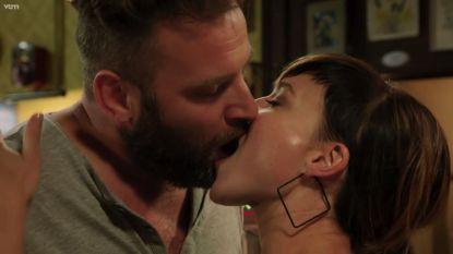 """David Cantens speelt Jonas in 'Familie': """"Die kus met Erika Van Tielen? Voor herhaling vatbaar"""""""