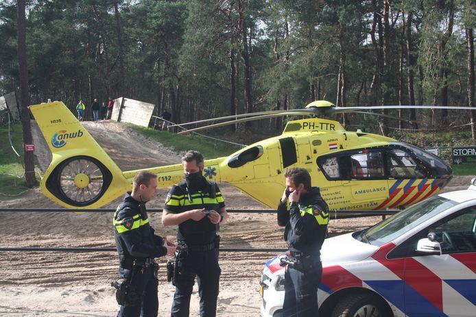 De 9-jarige jongen die bij MC Nunspeet op de motorcrossbaan uit de bocht vloog heeft daar onder meer een klaplong aan over gehouden.
