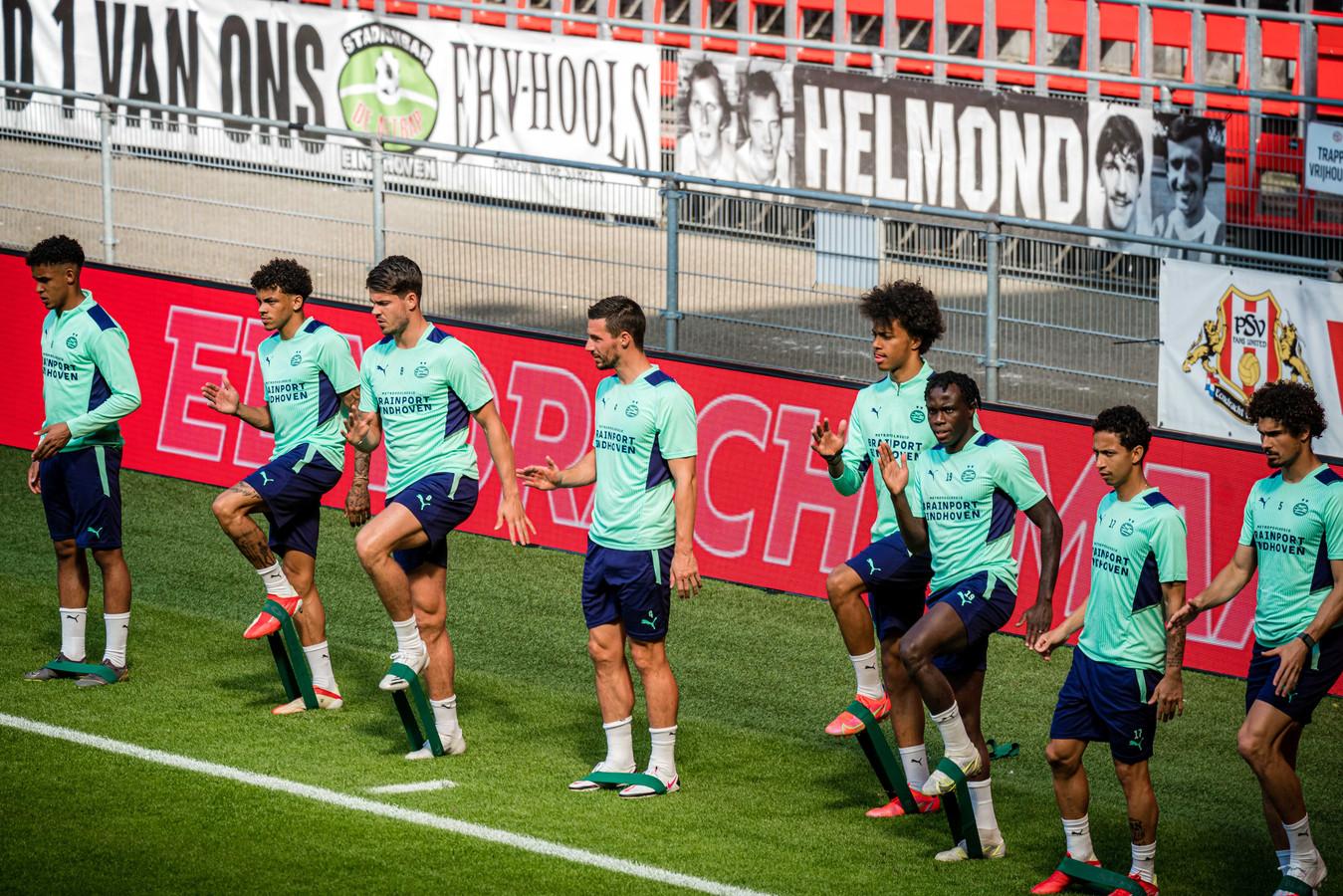 De selectie van PSV tijdens de training ter voorbereiding op het komende Champions League-duel tegen Galatasaray.