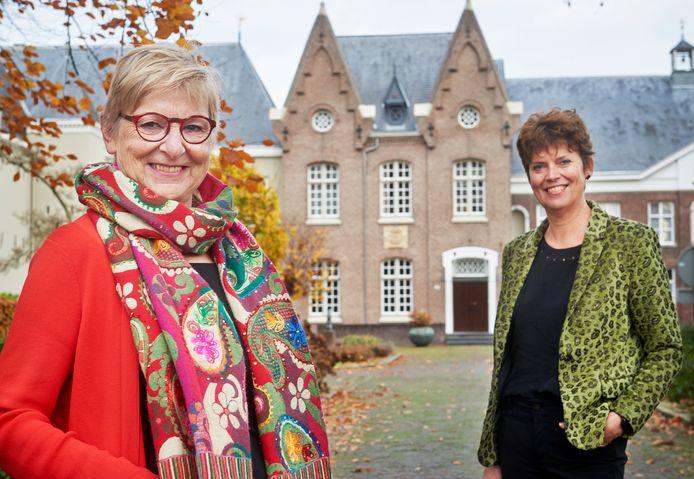 De vorige directeur Joke van Zutphen (links) en de nieuwe directeur Anja Bekkers van Stichting Solidair met India.