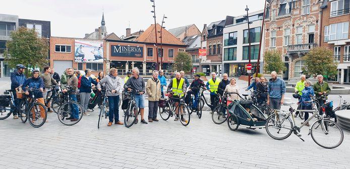 De Critical Mass Bike Ride doorheen Puurs-Sint-Amands, met start op het Dorpshart.