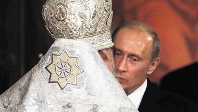 Poetin, toen nog president, en Alexius II. (Trouw) Beeld EPA
