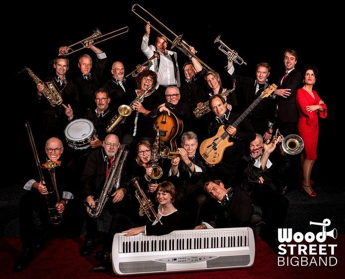 De Haagse Woodstreet Big Band, opgericht in het jaar dat Barry Hay de tekst voor wereldhit Radar Love schreef, heeft als eerbetoon aan Golden Earring een clip van het nummer opgenomen. Met saxofonist Laura Wijninga in het midden op de tweede rij van onder.