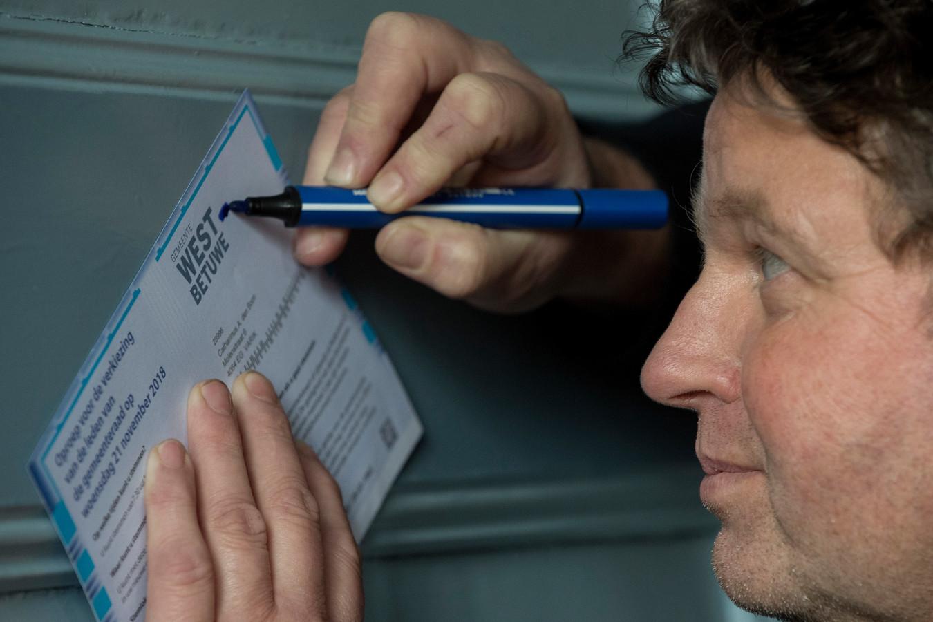 Ton den Boon, hoofdredacteur van de Dikke Van Dale, is gefrustreerd.