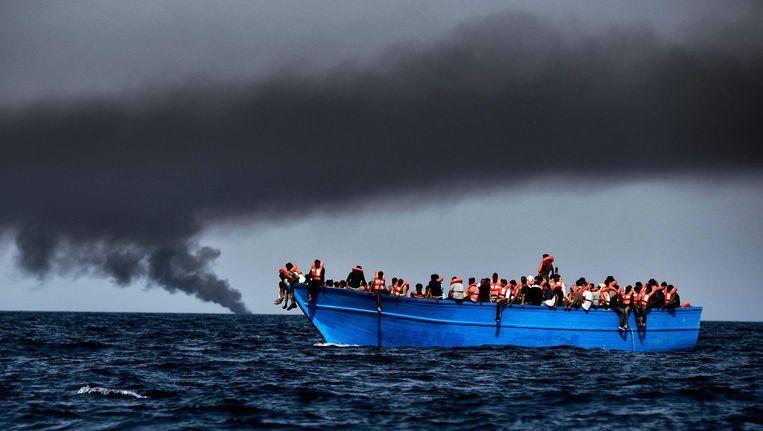 Migranten op de Middellandse Zee Beeld AFP