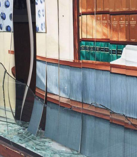 Man (39) opgepakt voor vernielen ruiten advocatenkantoor Plasman