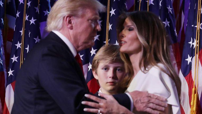 Barron Trump tussen zijn ouders Donald en Melania. Beeld afp