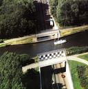 Door de Ringvaart gaat veel recreatievaart. Wat de sloop en nieuwbouw van het oude aquaduct (uit 1961, hier op een foto uit 1998) gaat betekenen voor de scheepvaart is nog onduidelijk.