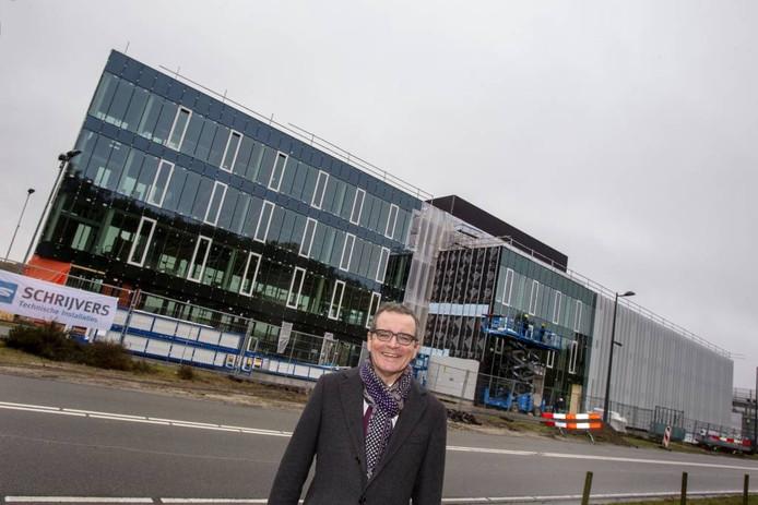 Europees topman Marc van Rooij voor het nieuwe onderkomen van Shimano op de High Tech Campus in Eindhoven. foto René Manders/fotomeulenhof