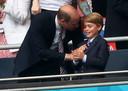 Prins William, prins George en Kate juichen het Britse team toe