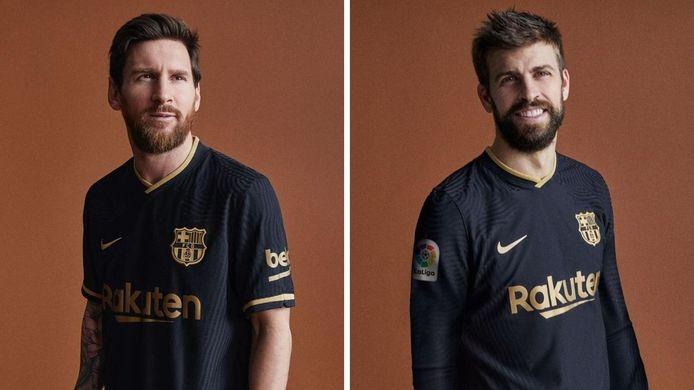 Lionel Messi et Gérard Piqué présentent le nouveau maillot extérieur noir et doré du FC Barcelone.