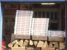 Drietal grijpt pizzabezorger (18) beet en berooft hem van zijn bezorgtassen in Overvecht