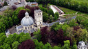 Een luchtfoto van de Basiliek van Onze-Lieve-Vrouw van Scherpenheuvel. Naast het bouwwerk weet ook de groene oase errond Luc Haekens te charmeren.