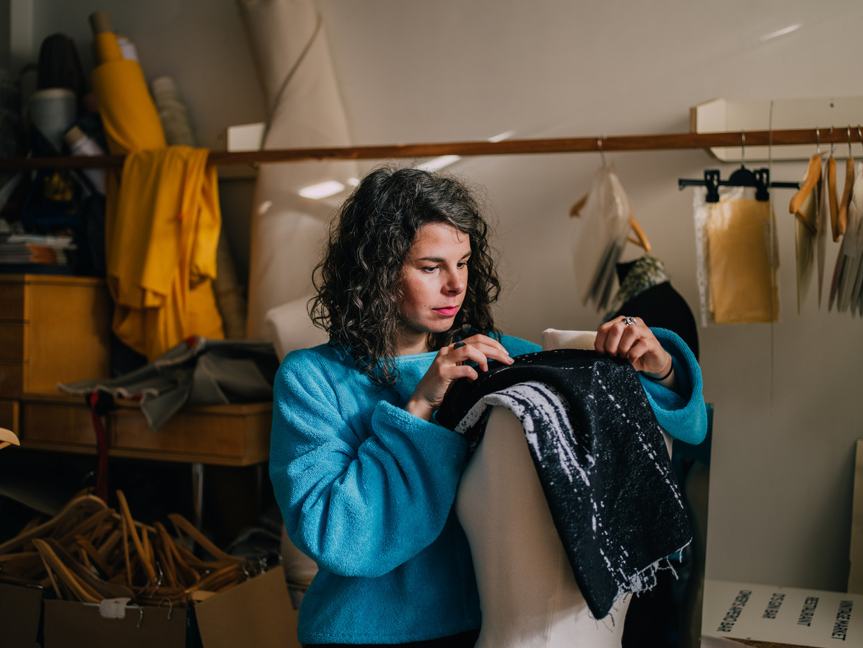 Modeontwerpster Soraya Wancour: 'Spullen met een verhaal zorgen voor een speciale connectie met de consument.' Beeld Kevin Faingnaert