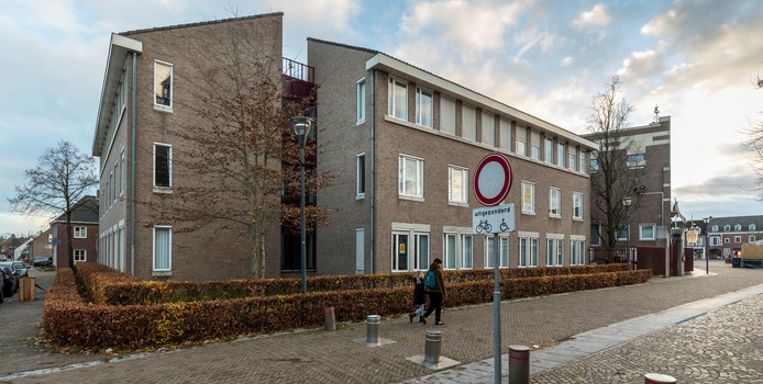 Het 'nieuwere' kantoorgedeelte van het oude gemeentehuis in Schijndel maakt plaats voor woningen en hotelkamers. Meierijstad zou hier graag een hotel met 27 kamers zien verrijzen.