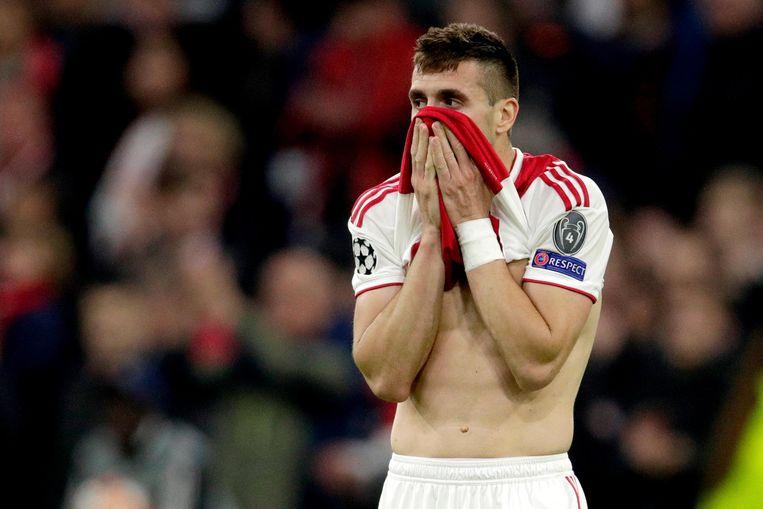 Dusan Tadic treurt na het verlies tegen de Spurs Beeld BSR Agency
