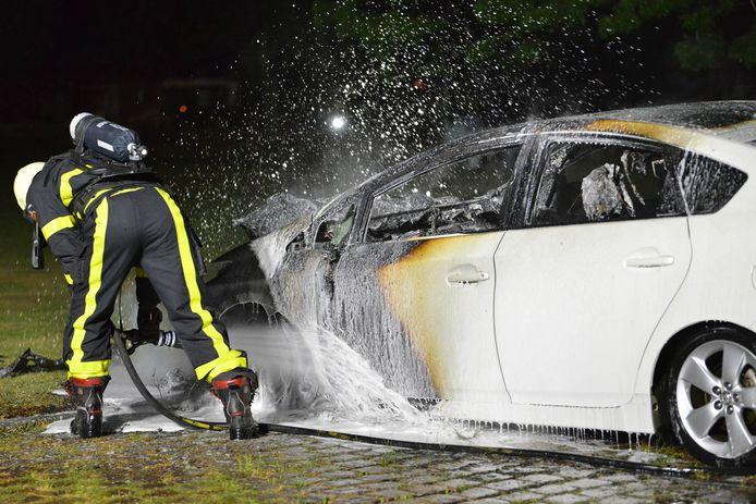 Autobrand aan de Loenhoutstraat in Breda.