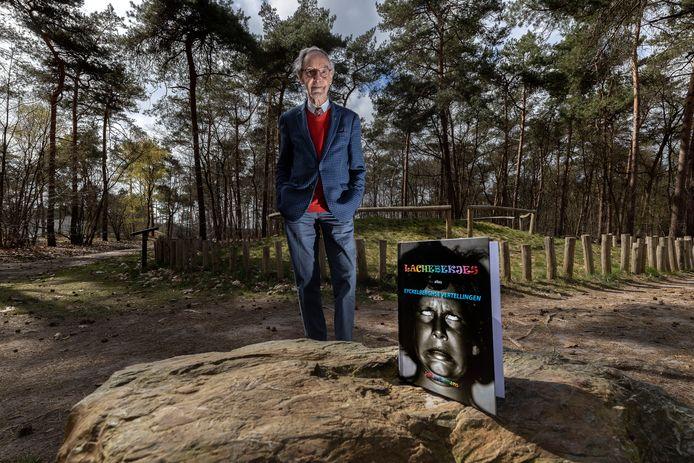 Schrijver Johan Biemans uit Bergeijk met zijn nieuwste boek: 'Lachebekjes alias Eyckelberghse Vertellingen'