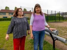 Blinden en slechtzienden hebben veel overlast van nieuw speelveld in hun achtertuin: 'Bang dat ik een bal tegen mijn hoofd krijg'