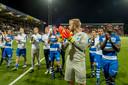 De Graafschap-doelman Hidde Jurjus bedankt samen met zijn ploeggenoten de meegereisde supporters.
