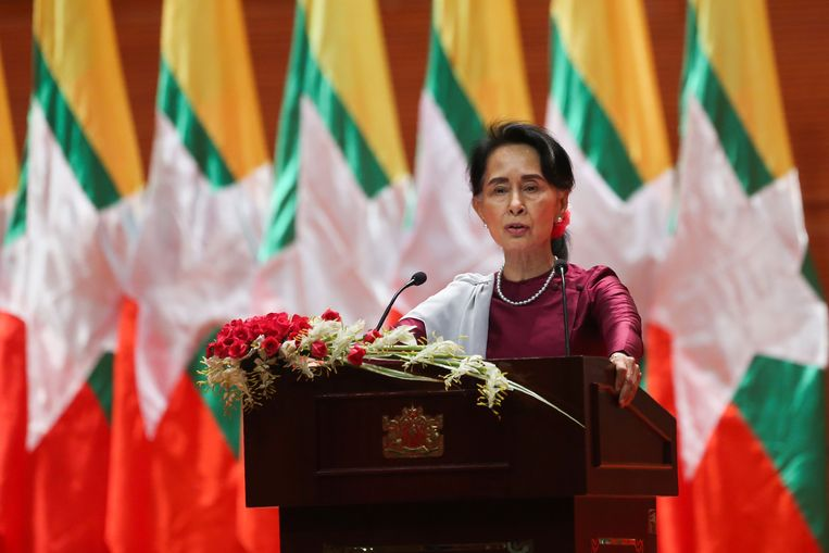 Aung San Suu Kyi tijdens haar toespraak. Beeld AFP