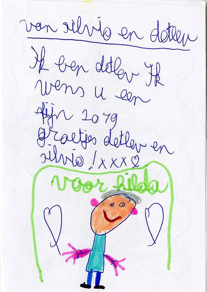 Detlev (3de leerjaar) tekende hartjes voor Hilda.
