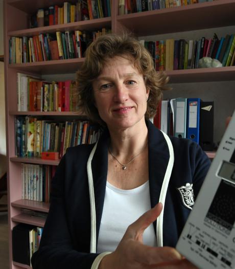 Carolien wijst op gevaren van 5G: 'In een café draag ik een stralingsveilige blouse'