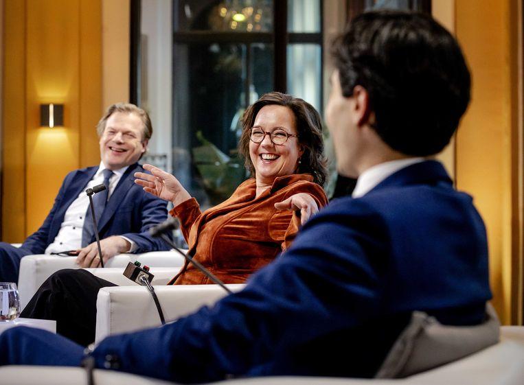 Pieter Omtzigt (CDA), Tamara van Ark (VVD) en Rob Jetten (D66) voorafgaand aan het eerste televisiedebat met de nummers twee op de kieslijst van de zes partijen die aan kop gaan in de peiling. Beeld ANP