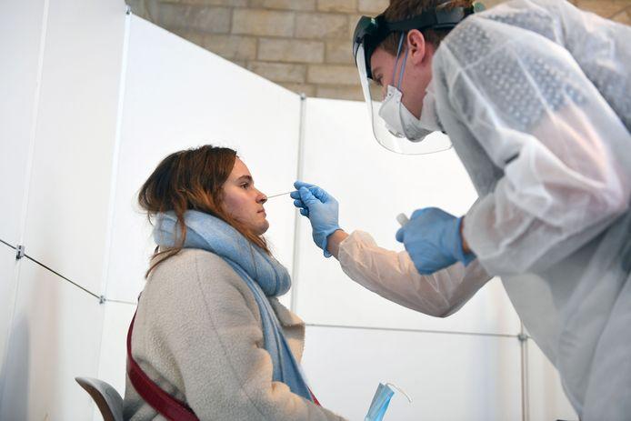 Volgens rector Luc Sels blijven testen cruciaal in de strijd tegen het coronavirus.