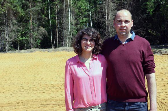 Wanda Verdonck & Tom Bastiaens op hun bouwgrond.