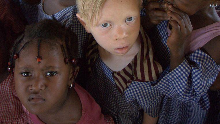 Kinderen wachten op een vaccinatie tegen mazelen in de Guineese hoofdstad Conakry. De VN kocht in 2014 voor zo'n 390 miljoen euro aan Belgische vaccinaties. Beeld © UNICEF Guinea