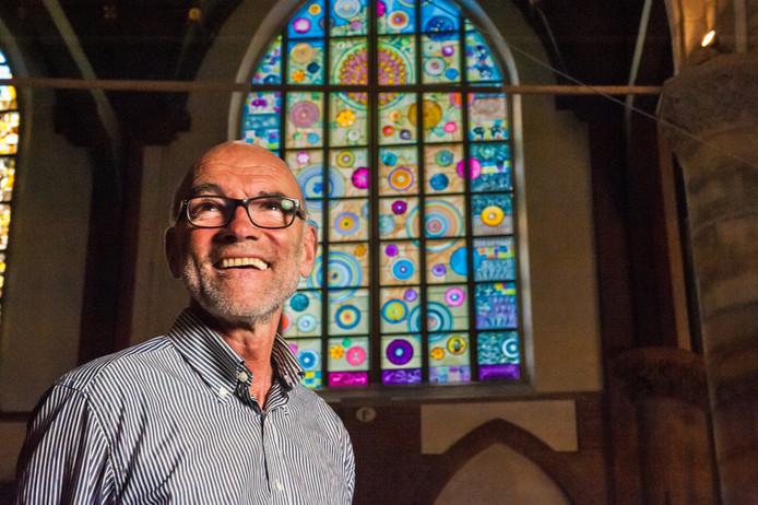 Maurits Tompot, voormalig koster van de Sint-Janskerk: ,,In het jaar dat het glas in de kerk staat, heb ik weinig positieve reacties gehoord. De betekenis blijft voor velen een vraagteken.''