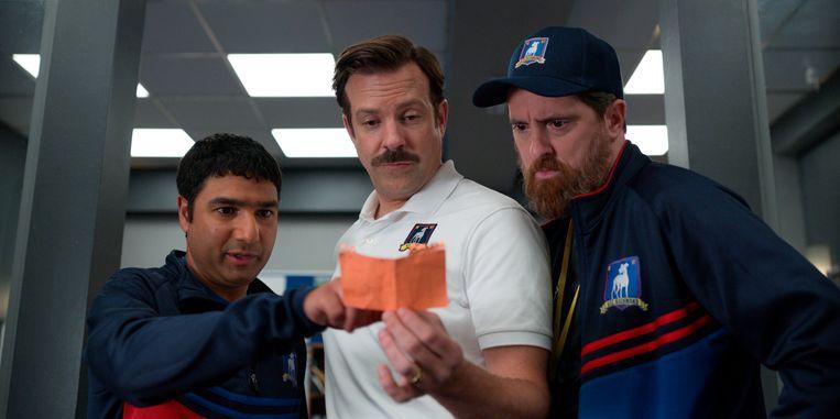Nick Mohammed, Jason Sudeikis en Brendan Hunt in 'Ted Lasso'. Beeld AP