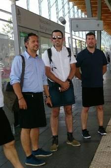 Korte broek taboe: Franse buschauffeurs in rokje achter het stuur