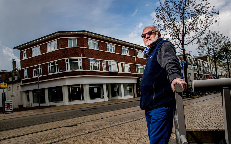 David Levie bij het pand op de hoek Stationsstraat/Beekstraat, dat zijn grootvader liet bouwen. Dit gebouw bleef in de familie, het ouderlijk huis werd ingenomen door de bezetter.