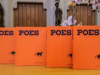Boek bij tentoonstelling 'POES. Hoe de kat de mens vangt'