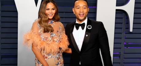 Chrissy Teigen woedend over Epstein-insinuaties