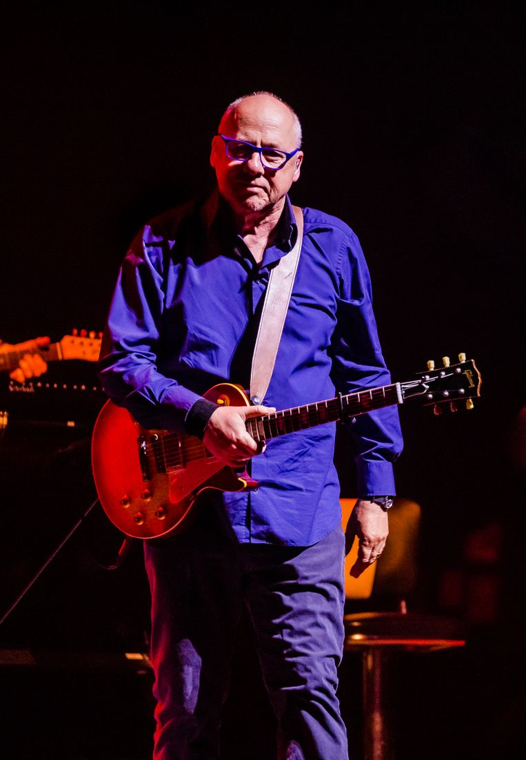 Zanger/gitarist Mark Knopfler in een uitverkocht Ziggo Dome. Beeld Ben Houdijk