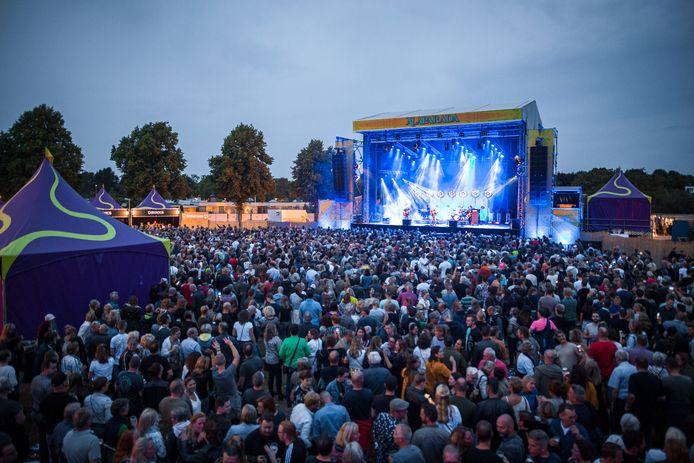 Alaparada in Best, met op het podium Racoon. Promeon Security uit Oirschot leverde onder meer veertig beveiligers tijdens het festival, maar kreeg daarvoor slechts deels betaald.