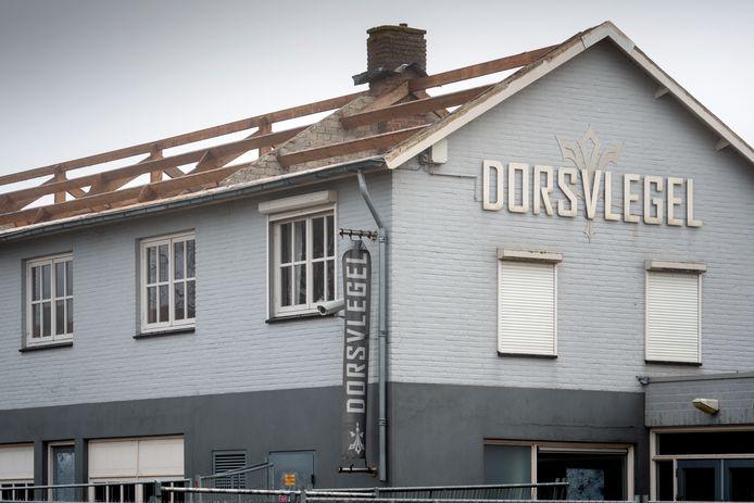 De sloop is eindelijk begonnen. Discotheek Dorsvlegel gaat plat voor appartementen.
