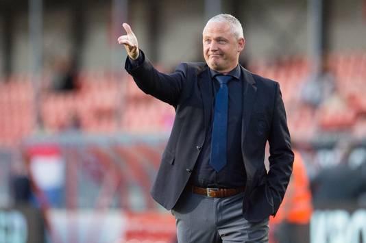 Trainer Jack de Gier van Almere City zag zijn ploeg in de competitie 76 goals incasseren. Maar in de play-offs gaat het crescendo.