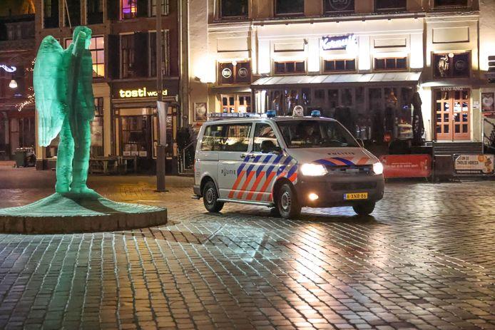 Tegenstanders van de avondklok en andere coronamaatregelen roepen op om maandagavond in Zwolle te demonstreren.