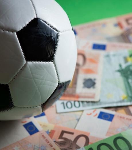 Verdachte van oplichting (19) vindt voetbalwedstrijd belangrijker dan oproep politie