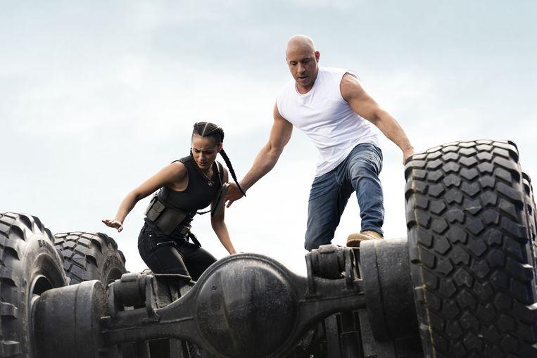 Nathalie Emmanuel en Vin Diesel in F9.  Beeld